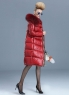 Красный пуховик с мехом